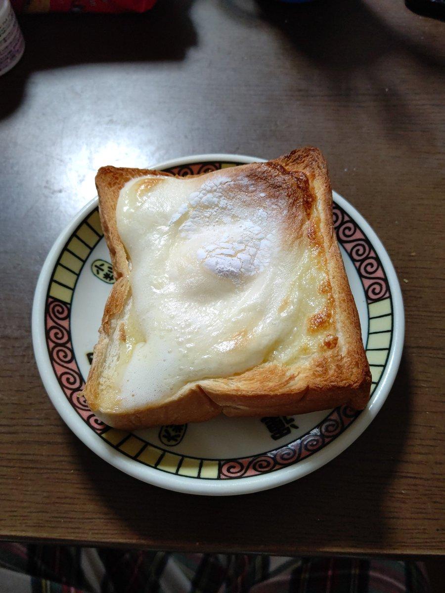test ツイッターメディア - 食パンの上にチーズ乗せて、その上に雪見だいふく乗せました! マジ美味そう! https://t.co/Bt1kpuGusi