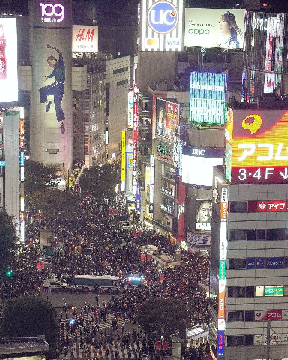test ツイッターメディア - 2019年の渋谷ハロウィン時の様子📷 人が密集していることが今では考えられないですが、またいつか元の日常に戻りたいですよね。。。 今は外出自粛と各個人の意識でこの波を乗り越えていきましょう!  #写真 #ファインダー越しの私の世界 https://t.co/WqPBE302aS