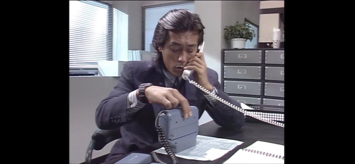 test ツイッターメディア - ホリデー気分を味わうには昔の映画やドラマを観るのが1番!いきなり「抱きしめたい」がお勧めに出てきました。もっくん素敵😍携帯電話のゴツさも良い感じ。岩城滉一の手元に注目 https://t.co/WTuRme8mWN
