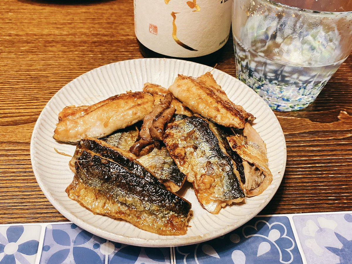 test ツイッターメディア - 昨日のメインは秋刀魚の肝醤油焼きでした。  これはキッコーマンの醤油にした。濃いお醤油だとすぐ焦げちゃうので。  https://t.co/hKErUOArrT  日本酒はほまれ酒造、 『からはし』 です。 https://t.co/2L7x3skAk0