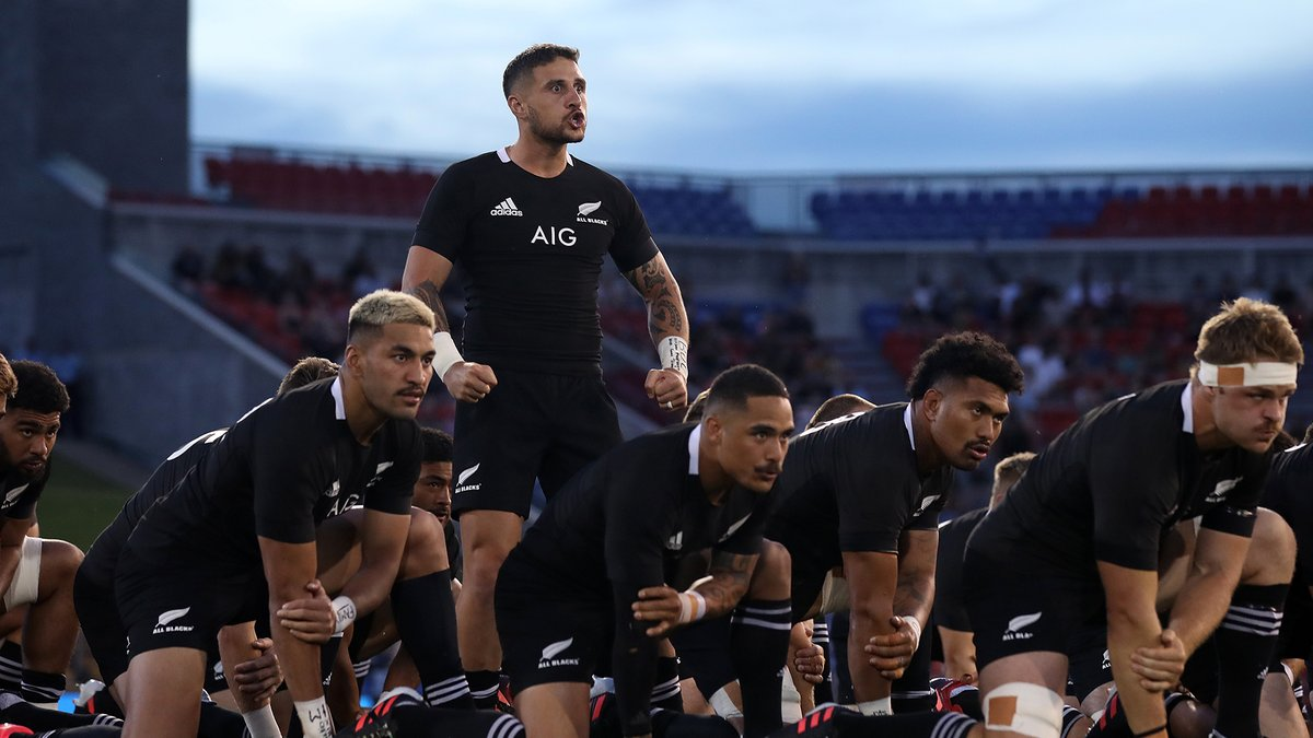 A special gesture from the All Blacks to Argentina before tonight's Haka.  🎥: @skysportnz   #ARGvNZL