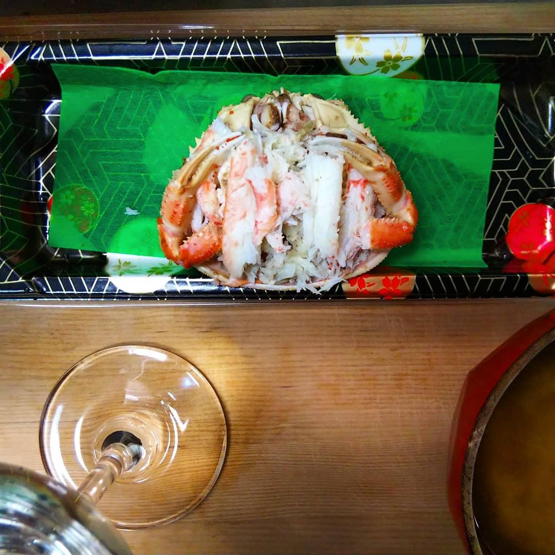 test ツイッターメディア - 吉田酒造 白龍初しぼり&セイコガニ セット! セイコガニは越前ガニの雌 脚の身はすりこぎで押し出し甲羅の中に盛り付けてみた。汁物は余った殻や脚で出汁を取った味噌汁。 美味しいは幸せ。 https://t.co/boS09EO5iY