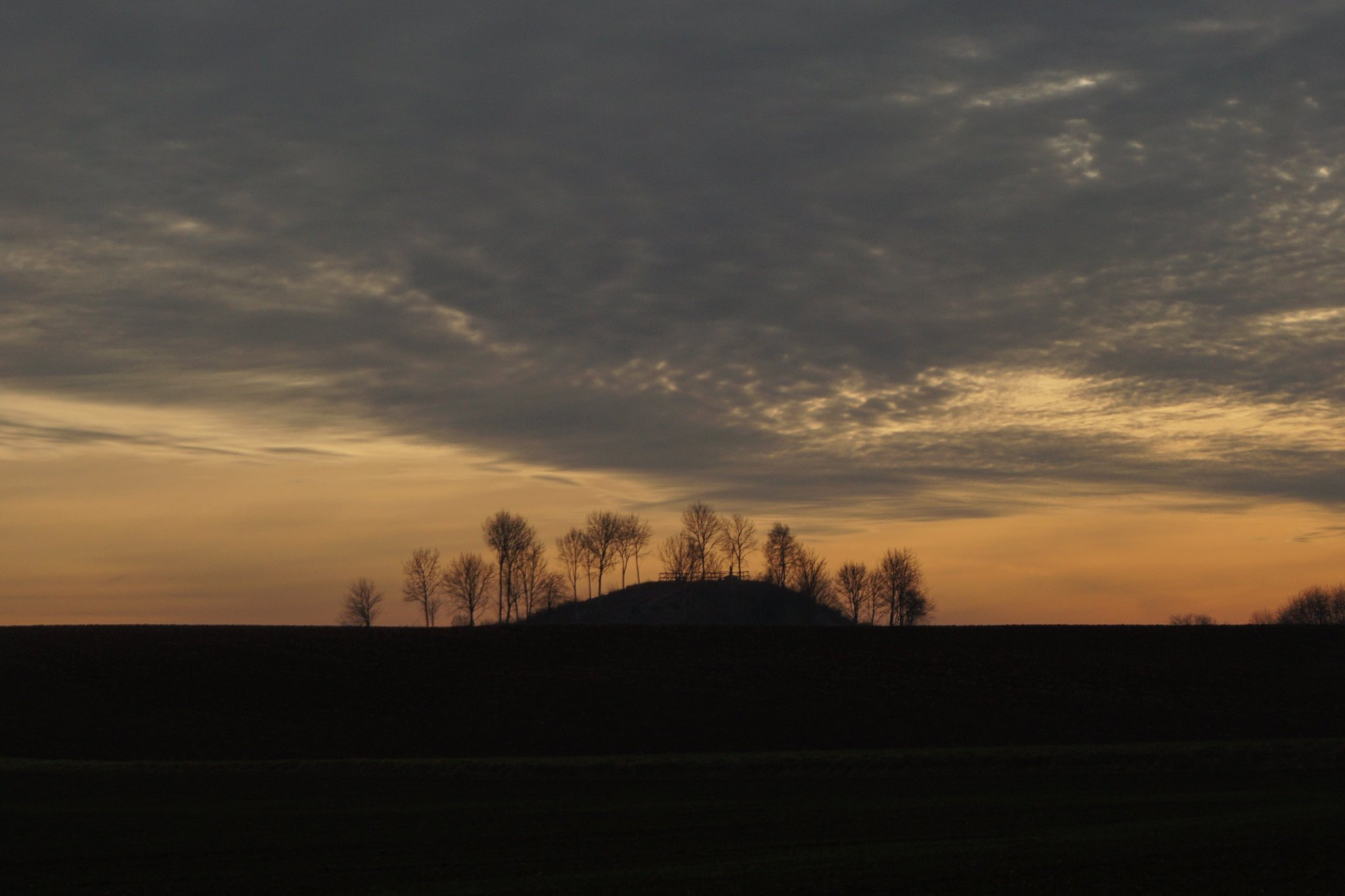 Sunset at the Butte de Warlencourt: #OTD in 1916 the Battle of the Somme officially came to an end with fighting in a wide area, including the Butte. The coldest winter of the war then followed. https://t.co/LEt2fn0QDV