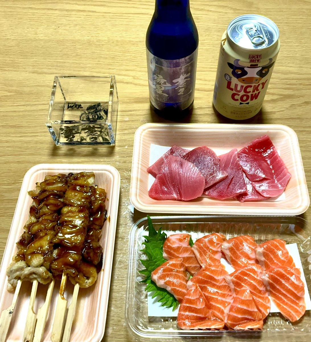 """test ツイッターメディア - 今日の夕飯は中トロとサーモンの刺身と焼き鳥。 日本酒は白糸酒造の""""蒼き流星""""。 https://t.co/TQB5lfJH1Y"""