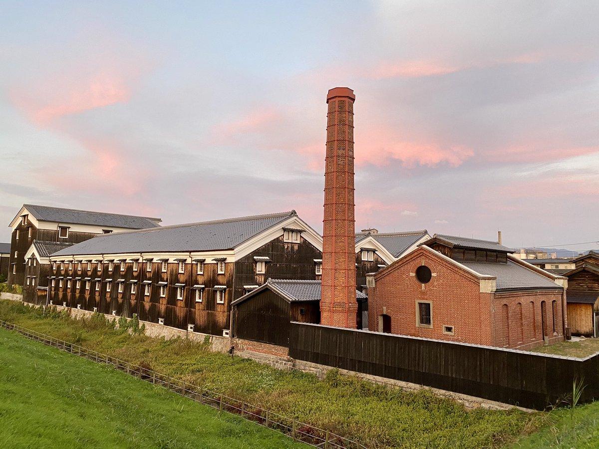 test ツイッターメディア - ↓RT 「松本酒造は寛政3年(1791)に東山七条の地に創業し、大正11 年(1922)に現在地に移転した。この際、製薬会社であった既存の 工場建物を購入し、明治末期の煉瓦倉庫と煉瓦煙突、大正前期の事務所 が酒造工場施設として受け継がれた。」  そうなんや。日本酒×煉瓦造?とは思いましたが。なるほど。 https://t.co/ZxOYR5V0Sj