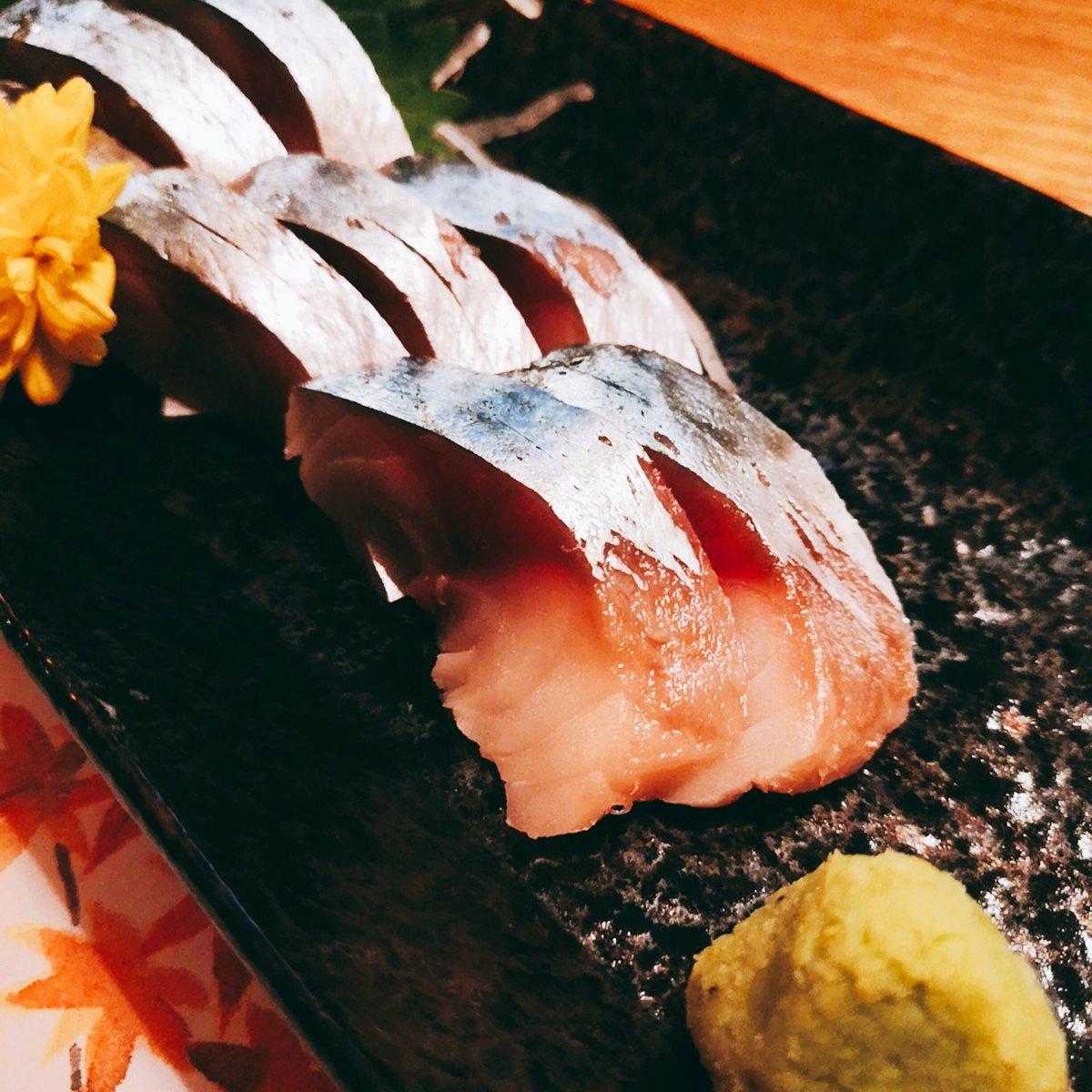 test ツイッターメディア - 携帯修理中にラーメン屋を2軒はしごしてしまったので、今夜は控えめ。「真鯖の浅〆」に山口県「五橋」を頂きます。スキッと切れる飲み口はファンが多いのも納得。真鯖を一口、五橋を一口。真鯖の脂甘〜い。またしても日本酒が進んじゃうー😭😭😭 #ひなたや #池袋西口 #居酒屋 #日本酒 #五橋 #女子会 https://t.co/fU1QHn00hK