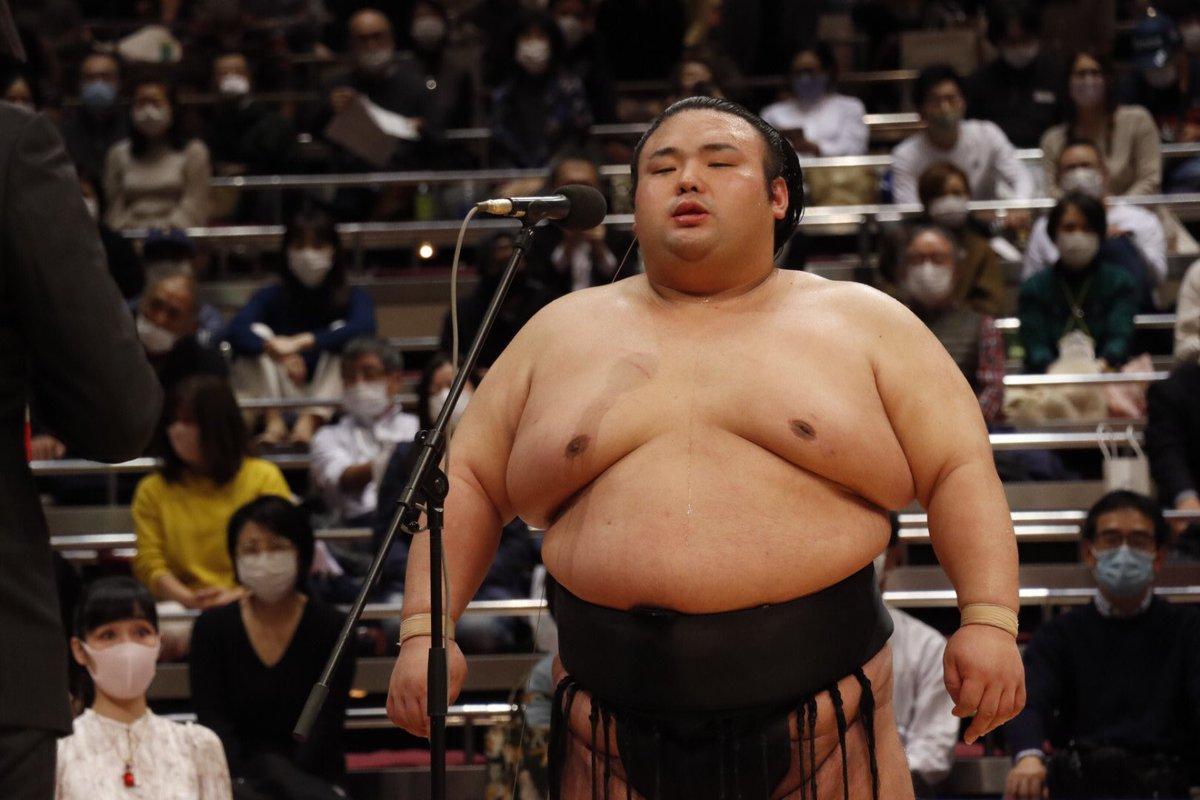 test ツイッターメディア - <貴景勝優勝!> 優勝インタビュー。「一人では優勝できなかった。どんなときも見守ってくれた師匠の千賀ノ浦親方、おかみさん、部屋のみんなのおかげです」と話しました。 #相撲 #11月場所 #東京 #貴景勝 https://t.co/Jsr4LpAJhx