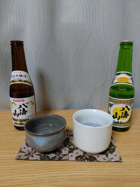 test ツイッターメディア - 今夜は日本酒、八海山の普通酒(右)と特別本醸造酒(左)を呑み比べていく。 300mlの小さい瓶でスクリューじゃないキャップ、スゲー。 KP!🍶 https://t.co/peyhwHvrpv