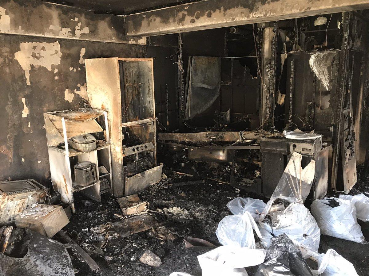 コロナ シュープリーム 父母 月日 火事に関連した画像-02