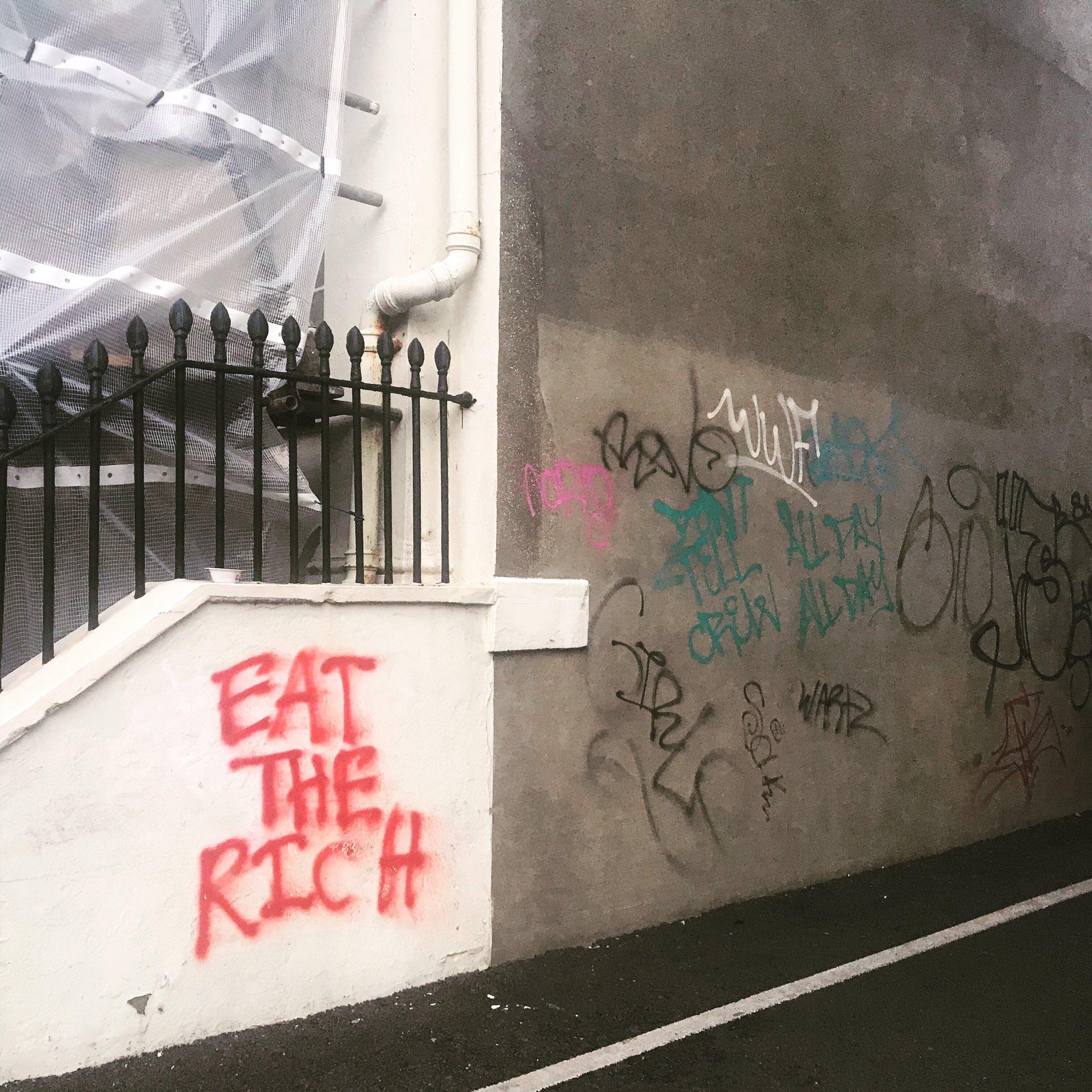 The time has come... #poverty #hunger #streetart #politicalart #streetarteverywhere #realfood #naturalhealth #novaccine #ecology #brightonartists #brightonstreetart #brightonlife https://t.co/Qglk5q9zSC