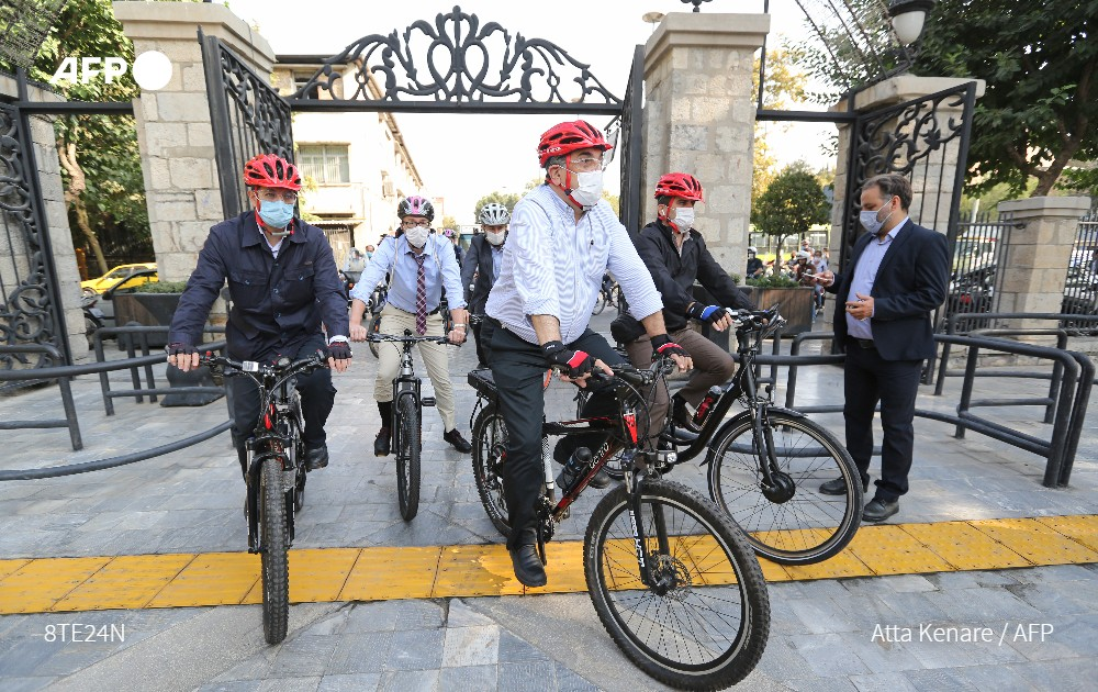 test Twitter Media - One sunny day, Tehran's mayor and foreign diplomats rode bicycles through the Iranian capital to promote cycling -- no mean feat in a city of steep roads, heavy traffic and toxic fumes https://t.co/L88mgqRoR4 https://t.co/vJykgoiSLK