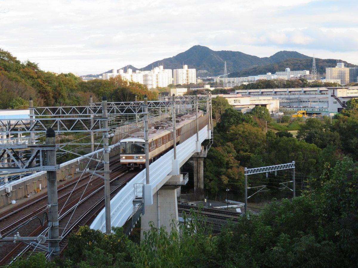 test ツイッターメディア - 新幹線の上に地下鉄が走る珍しい場所、神戸市営地下鉄の総合運動公園にて、ここはなんと海抜103メートルもあるところ、地下鉄なのに山の中を走る、やっぱり神戸市営地下鉄は珍しいところが多い… https://t.co/bPImq8qWbW