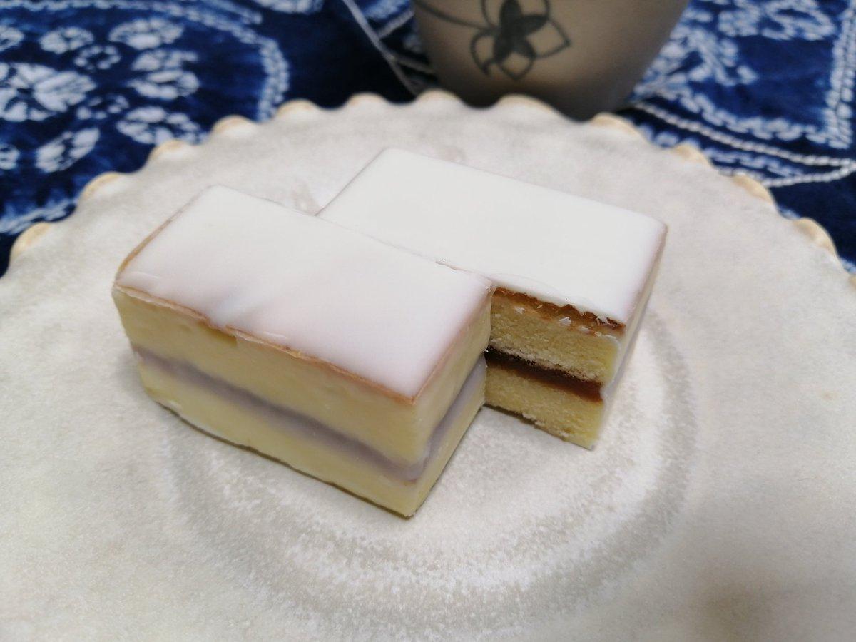 test ツイッターメディア - 今日のおやつは紀伊田辺駅近くの鈴屋のデラックスケーキ。  昭和なパッケージがすごくかわいい! 味も洋×和のなんともいえない美味しさ。 https://t.co/6oHX2nJd7k