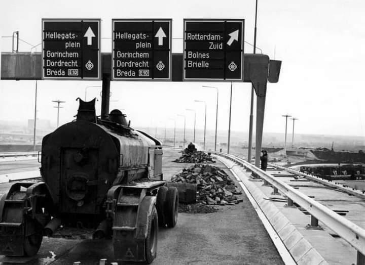 test Twitter Media - Bouw van de Van Brienenoordbrug over de Nieuwe Maas. Gezien in de richting van Rotterdam-Zuid met op de achtergrond IJsselmonde in 1965 https://t.co/3h7E2Ema4d