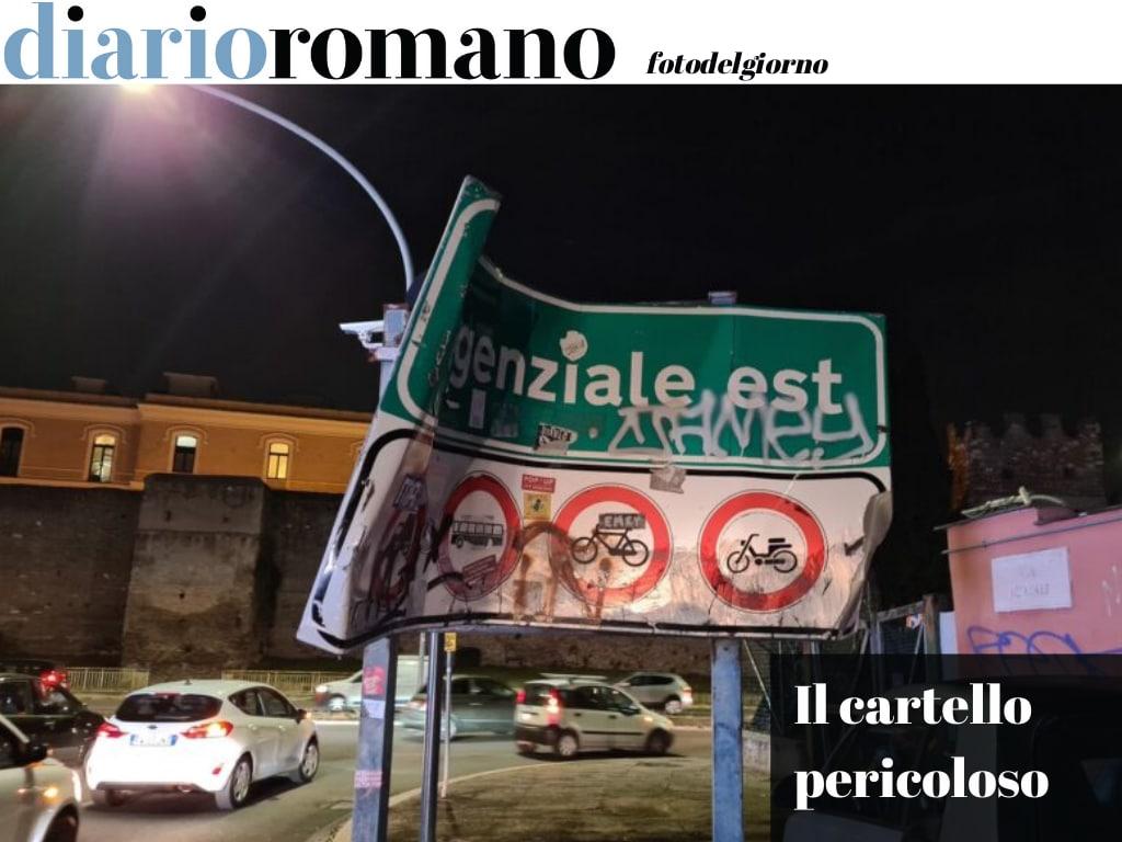 test Twitter Media - Via Acireale, S. Giovanni. Questo cartello tagliente mette in serio pericolo motociclisti e automobilisti, oltre ad essere fonte di degrado. #Roma #fotodelgiorno 📸 https://t.co/UkCnFkugYq