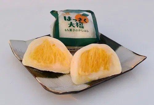 test ツイッターメディア - こんばんは☆  ⑤ 元祖はっさく大福  大きなはっさくの果実が まるごと入っています! 甘酸っぱいくて程よい甘さ でクセになる美味しさですよ♪ 期間限定で10月〜8月ぐらい までの販売みたいです♡  広島にいらした際に お土産として買ってみてください☆ https://t.co/vfJvLmFPGT