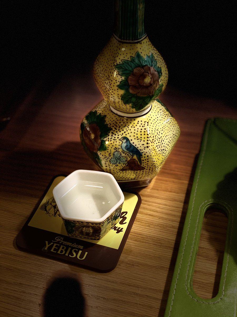 test ツイッターメディア - 家飲みを始めます。今夜は寒いので、日本酒写楽純米吟醸播州愛山の熱燗にします。私の好きな九谷焼の徳利とぐい呑で。乾杯🍻^_^ #家飲み #燗酒 #熱燗 #日本酒 #写楽 #純米吟醸 #播州愛山 #九谷焼 #徳利 #ぐい呑 #日本酒で乾杯_おかやま #岡山の地酒が飲みたい #とっとりおかやま館 #雄町 https://t.co/XGacrloGu0