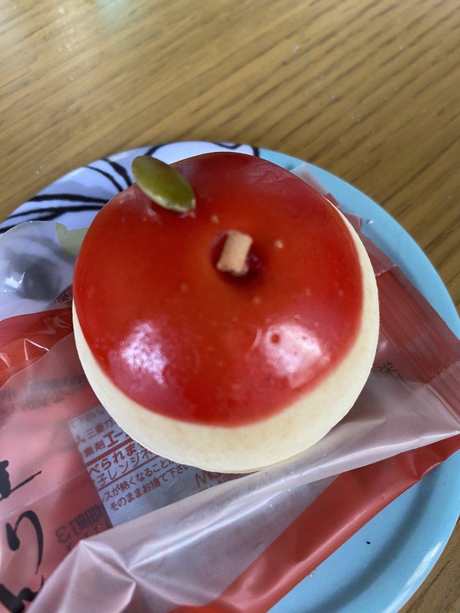test ツイッターメディア - りんごのまんじゅう?のお裾分けされた。 中は白餡でりんごの果汁とか練り込まれてた。 なかなかおいちかった☺️(株)鼓月のまんじゅうやん。千寿せんべいで有名な😀 https://t.co/wL0O50QM6c
