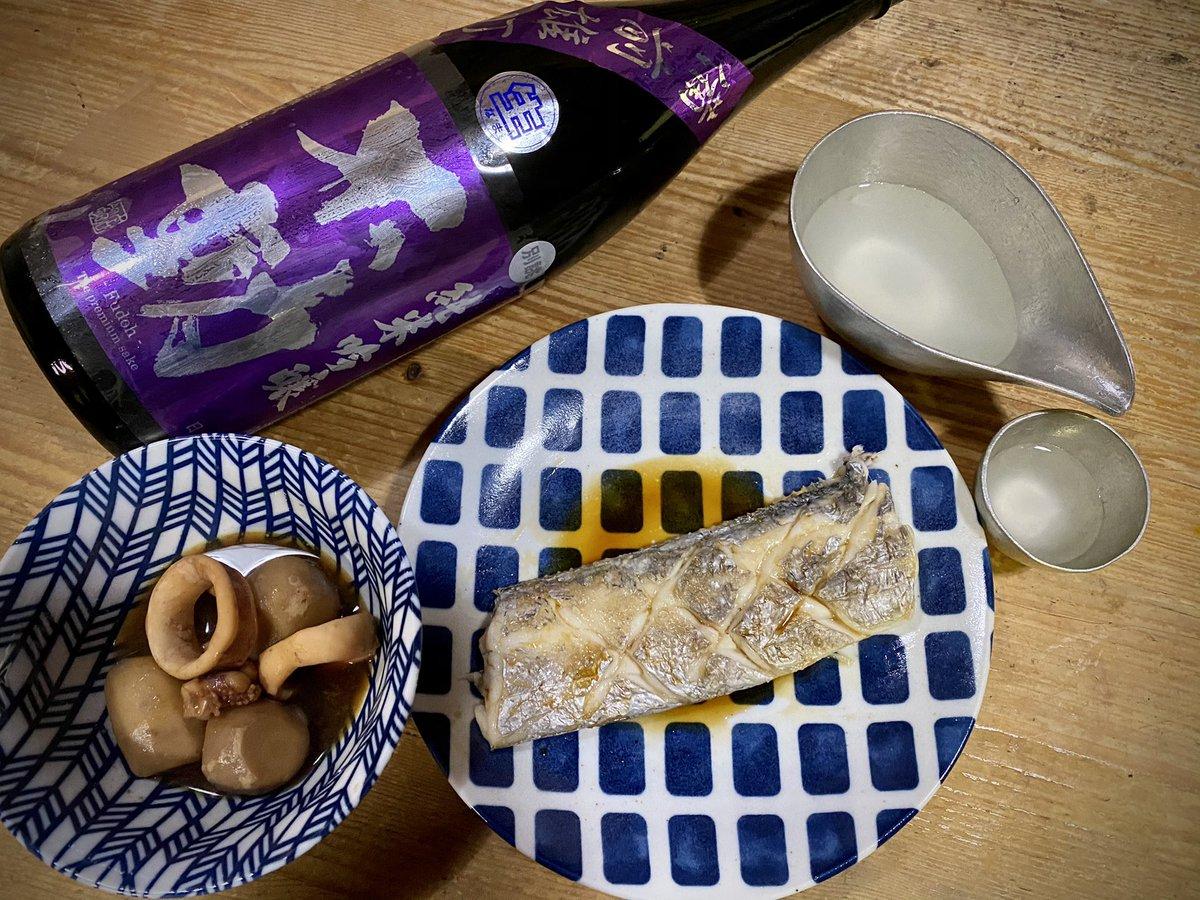 test ツイッターメディア - 日本酒好きな千葉のジェントルマンから頂いた不動。 旨味ある微発泡の中に残る辛味に合わせて、太刀魚の塩焼きと里芋の煮っ転がしで酒を楽しんでまず。酒が美味しすぎて止められない(笑)  ぐい呑みは富山の錫! 立山支店長からの誕生日プレゼント! https://t.co/hmwN3a7Ks9