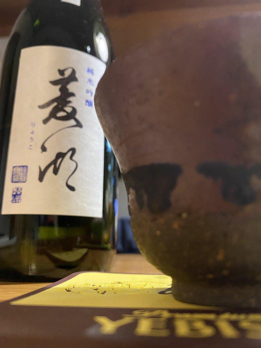 test ツイッターメディア - 2杯目は日本酒菱湖純米吟醸火入れです。新潟の峰乃白梅酒造が福島の宮泉酒造にいた杜氏さんを迎えて造った新ブランドです。峰乃白梅よりは旨みと薫りがありますね。なるほど。乾杯🍻^_^ #日本酒 #菱湖 #純米吟醸 #火入れ #峰乃白梅 #宮泉酒造 #杜氏 #井島建司 #写楽 #ツイッター晩酌部 https://t.co/a8oNq0MMDj