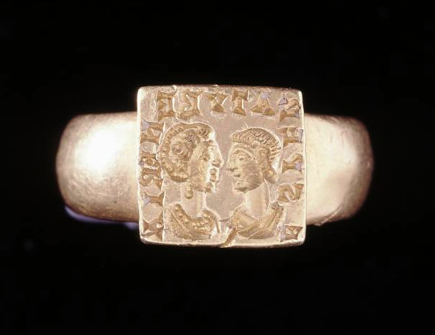 "Wedding Ring Roman (3rd Century) Gold wedding-ring with portraits of a man and a woman. It is inscribed in Latin: ""from (a man) longing for love (or sex?)-making"". https://t.co/lpIGHGKSUg"
