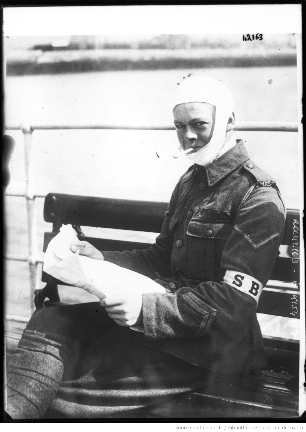 A wounded Stretcher-Bearer of the Hampshire Regiment being evacuated to England on a Hospital Ship from Le Havre in 1914. #WW1 https://t.co/73F47XqzrI