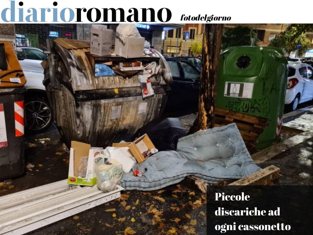 test Twitter Media - Una scena che si ripete ovunque in città. Materassi in terra, cassonetti a pezzi, cattivo odore. E' il ciclo dei #rifiuti che va cambiato. Qui via della Maranella. #Roma #fotodelgiono📸 https://t.co/li3EFx3D8J