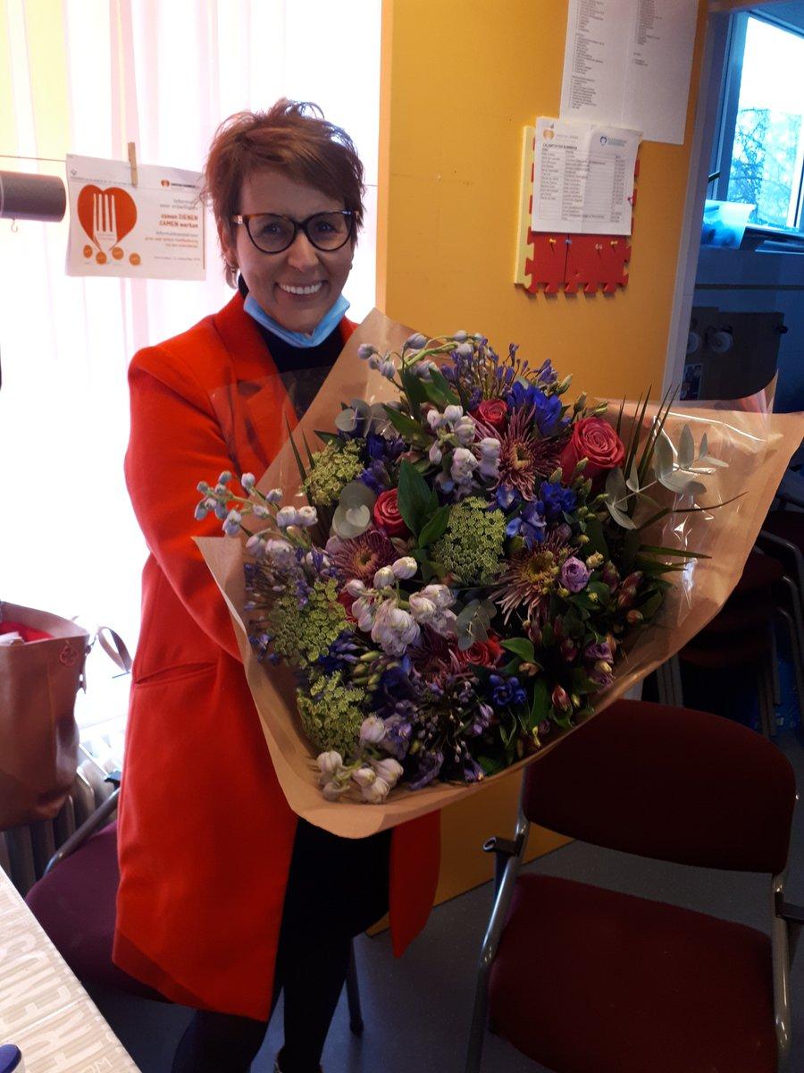 test Twitter Media - Ma 7 dec is het Nationale Vrijwilligersdag. Thea is coördinator van de Kledingbank en @Lydia10742372 zet zich al jaren in voor de Kledingbank. Beide dames verdienen een mooie bos bloemen voor al het werk wat zij hier doen, betrokken en met een warm hart voor de medemens❤ https://t.co/mFfgtj856i