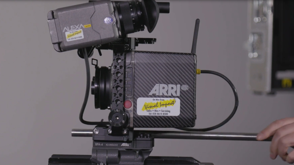 This video demonstrates how you can build a very basic ARRI ALEXA Mini kit configuration from scratch that you can use as a base for either a handheld configuration or studio.