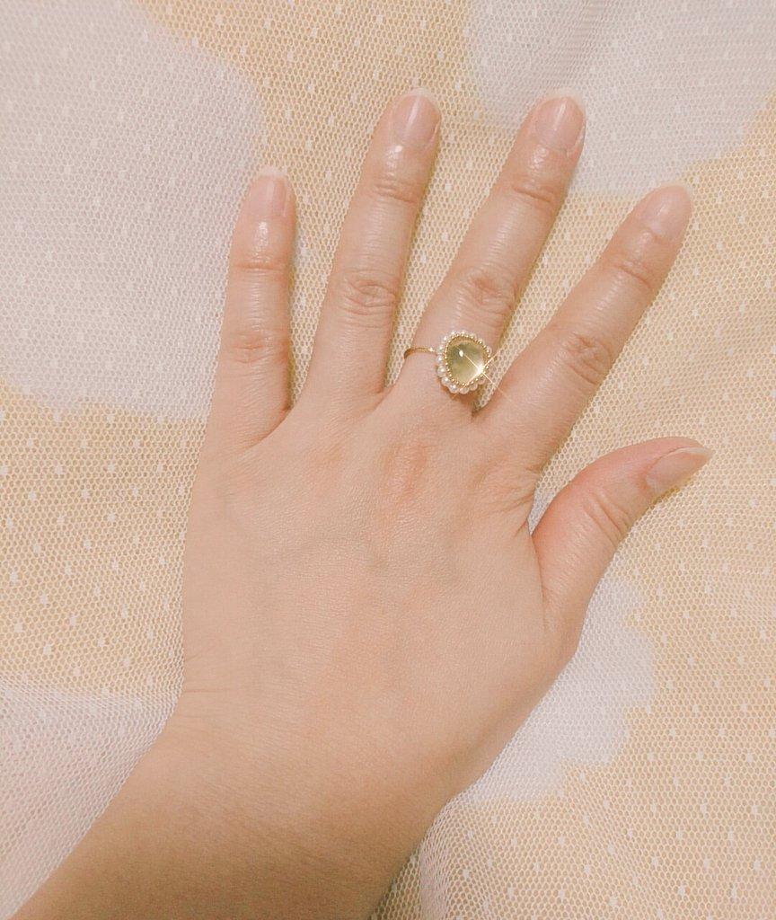 test ツイッターメディア - 先日一目惚れして購入したプレナイトのリング マスカットみたいな優しいグリーン 指輪は爪(私のじゃなくリングの金属部分)に服とかタイツひっかけちゃうから避ける事が多いんだけど、このデザインならひっかからないので良い✨ https://t.co/vlmOAtw3wo