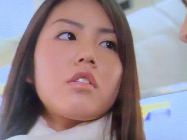 test ツイッターメディア - #HERO 第5話  不倫のもつれで起きた傷害事件の真相を追い、千葉の海沿いホテルへ行く久利生と雨宮(松たか子)  不倫女性(桜井幸子)の心を動かし、真実を話させるという比較的シンプルなお話で、見せ場は久利生と雨宮の相部屋お泊まりですね  桜井幸子さんの色気が凄い  JK役で磯山さやかさんがチラ映りw https://t.co/L7xX0QEp97