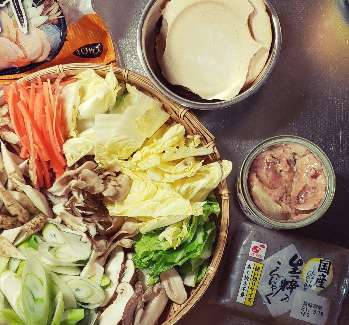test ツイッターメディア - 夕飯  青森の郷土料理せんべい汁🍲 あと胡麻味噌田楽も♪ お土産で汁用せんべい🍘を頂いたので作ってみました!お初です🎊㊗ (サバ水煮缶を使ったレシピ参考) 南部煎餅が汁に染み染みで美味しかったです。 ごちそうさまでした🙂❇ #おうちごはん #まごわやさしい #和食 #せんべい汁 #温活 #腸活 https://t.co/Tjp6QxUAp3