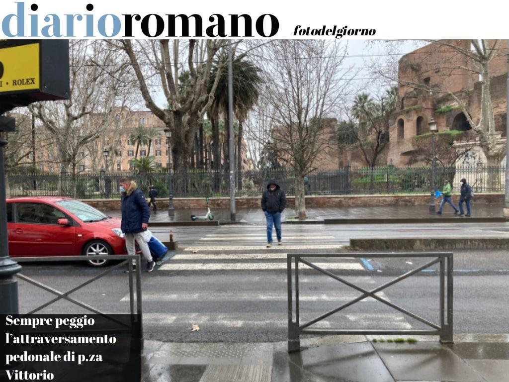 test Twitter Media - L'attraversamento omicida di https://t.co/Y52rAjxSAR Vittorio aspetta ancora l'intervento promesso dalla commissione mobilità. Intanto le ultime strisce pedonali fatte sono già scomparse. #Roma #FotodelGiorno https://t.co/VX75rCF0Eb