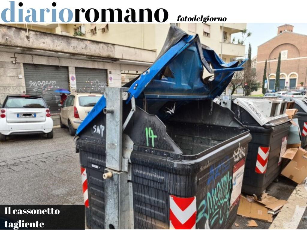 test Twitter Media - Via Collalto Sabino, questo cassonetto sta cosi da tempo e rischia di ferire qualcuno. I bordi sono taglienti e pericolosi. #Roma #fotodelgiorno https://t.co/5kTN6cpEEi