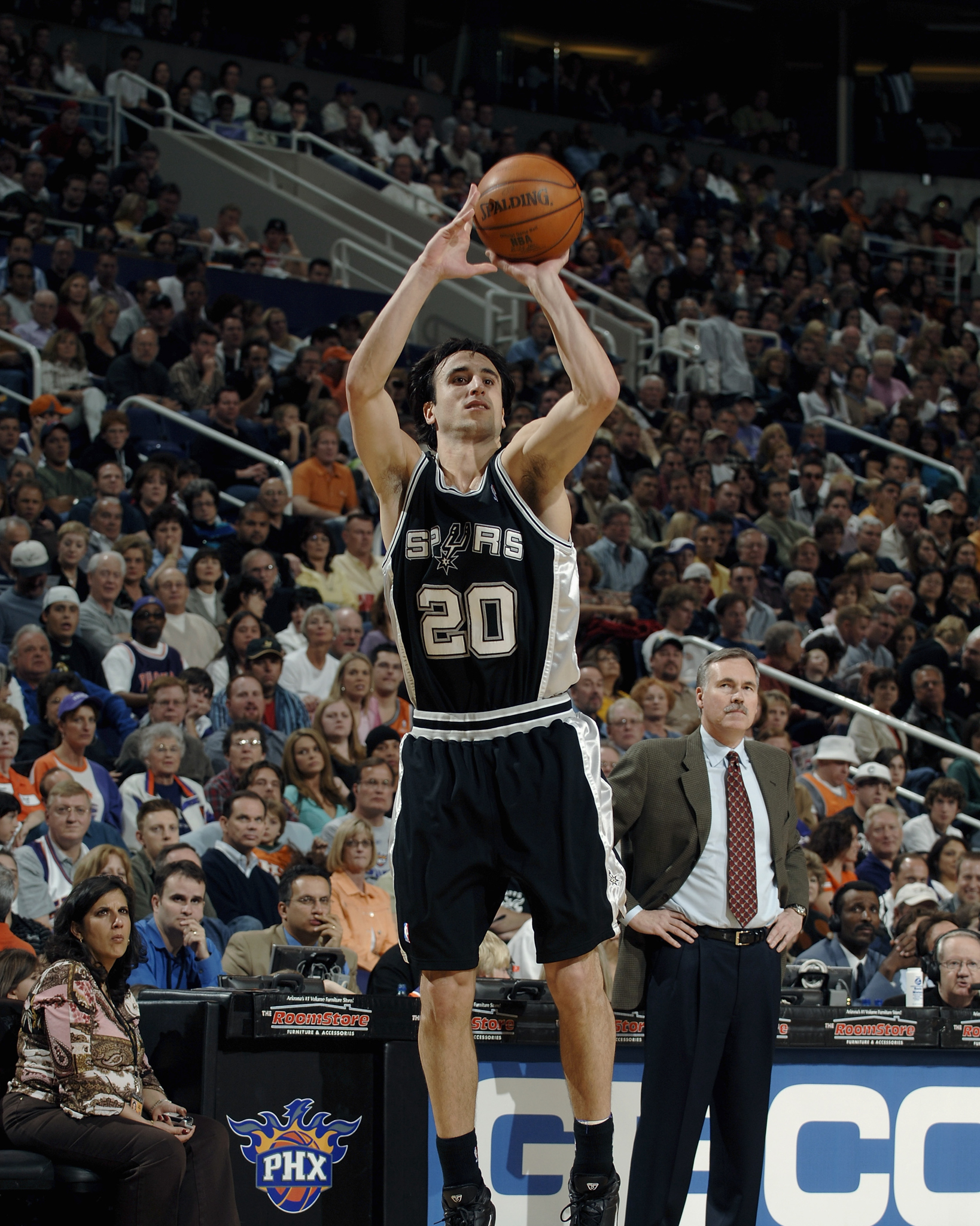 OTD in 2005, @manuginobili dropped a career-high 48 PTS in a victory vs. Phoenix 🔥  @FrostBank | #GoSpursGo https://t.co/777sOw24Mw
