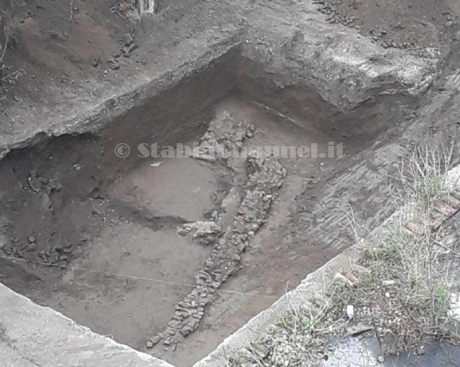 test Twitter Media - #Cronaca #Castellammare - Ritrovamenti archeologici in via Regina Margherita, stop ai lavori per il parcheggio LEGGI LA NEWS: https://t.co/4boXiJArXa https://t.co/C7CBSbnYBE