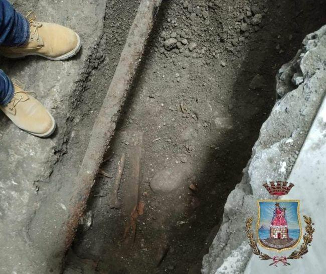test Twitter Media - #Cronaca #Castellammare - Stabia continua a stupire: ritrovate delle tombe durante i lavori a Palazzo Farnese LEGGI LA NEWS: https://t.co/w7eus7Ulwc https://t.co/17gt57rk4m