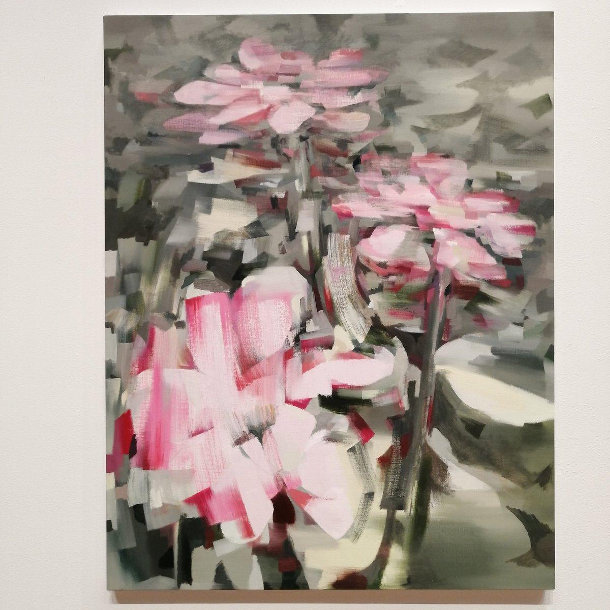 test ツイッターメディア - 銀座シックスのGINZA ATRIUMの「愛すべきアートの話」で見た三瓶玲奈さんの作品が、とてもおしゃれで美しかった✨  すごく立体的に見える! 少ないタッチで大胆に描かれているようでもあるのに、計算された美!!  すごいな〜 赤いお花の作品がすごくすごく好き❤ https://t.co/lVG2YOCpKv