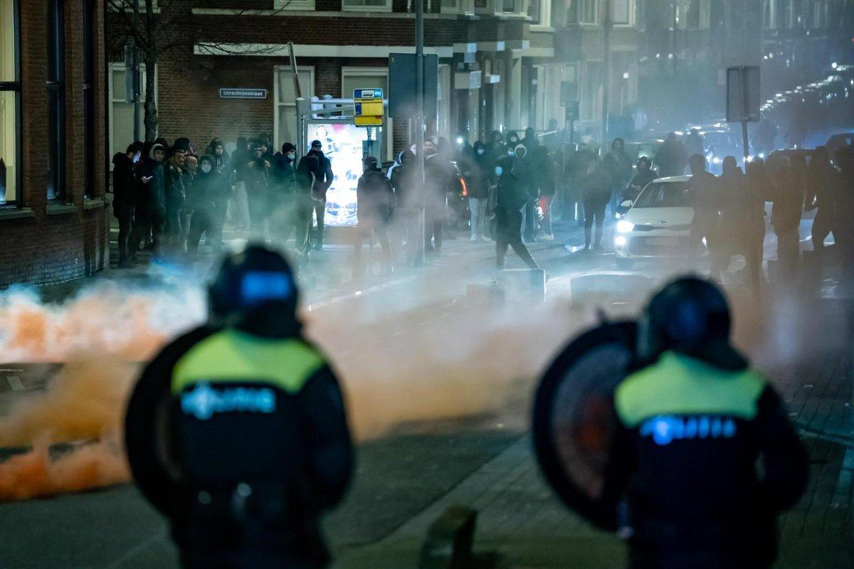 test Twitter Media - In Rotterdam zijn verschillende winkels geplunderd door relschoppers. Ook staat een politiebureau in brand. https://t.co/FGq0LxcGwy https://t.co/Lj4SuExna1