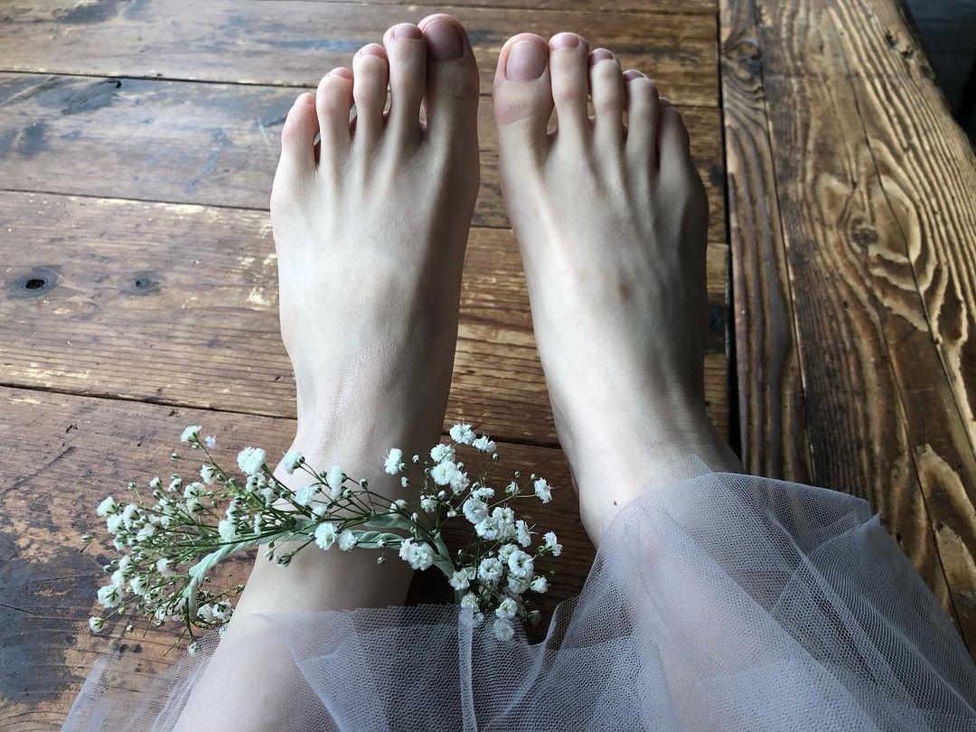 test ツイッターメディア - ふーたんの投稿見たけど、マジでプリンセスみたい✨  てか、足の写真あったけど、指が細くて折れちゃいそうって思ったw  あぁ〜僕、脚フェチだから、ふーたんの脚が好き過ぎてたまんないんだよな😆😆同士います??  #小芝風花 #小芝風花デビュー10周年イヤー https://t.co/H9nqi8mbZO