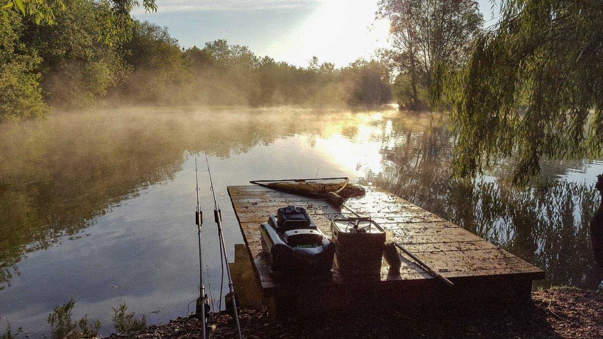 Who's looking forward to mornings like this? #rodhutchinson #sunrise #carpfishing https://t.co/SB7V6