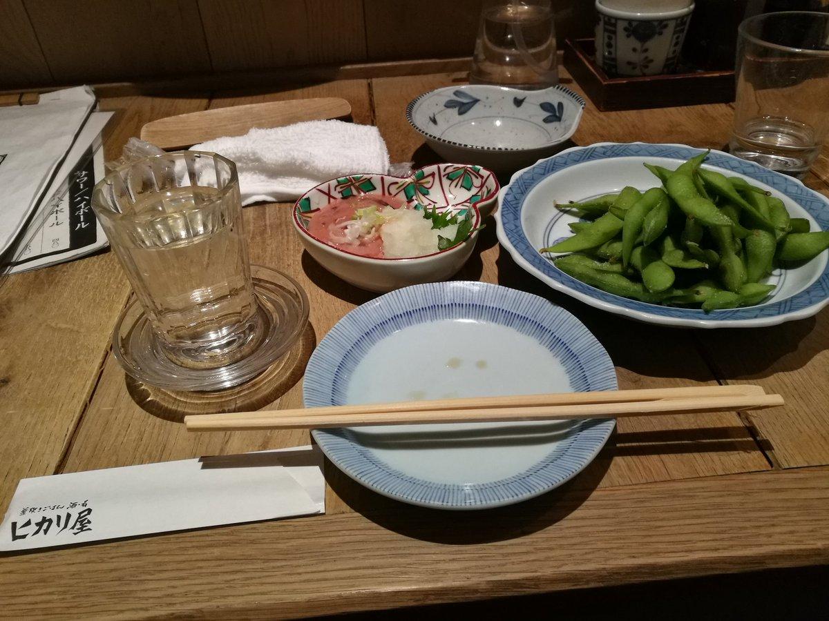 test ツイッターメディア - しごおわ。出先の木場でやや早く作業が終わったので、しごおわにしました。今日はこちら、木場近くにあって、前々から来てみたかった「ヒカリ屋」に来てみました。こちら昼には時々来てましたが、夜は初めてか。とりあえず酒は、東京・豊島屋酒造「屋守」純米です。東京の日本酒で、すっきり辛め。 https://t.co/Z5pAcPkzxl