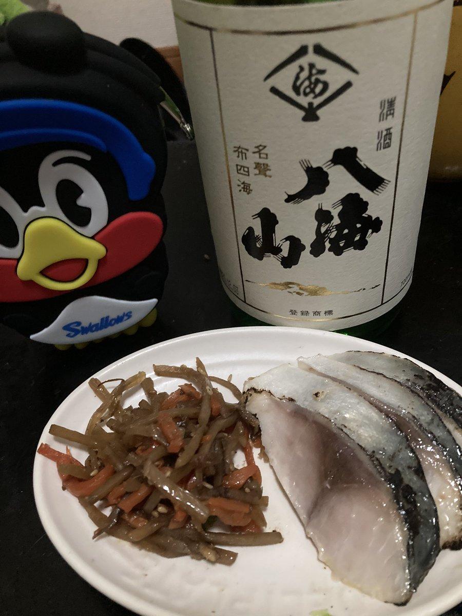 test ツイッターメディア - 帰宅 晩酌タイム🍶  今日は日本酒で八海山  肴はきんぴらごぼうに、しめ鯖  セブンで買ってきたのは内緒やで🤫 https://t.co/OzrGU9VIvL