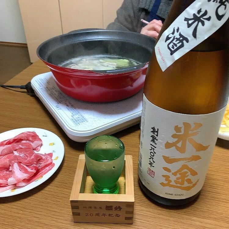 test ツイッターメディア - 昨夜は豚しゃぶ。 久しぶりに日本酒を買いました。 さいたまの小山本家酒造の純米酒米一途。 精米歩合82%の磨きのお安いお酒ですが、なかなかキレとコクのあるバランス良いお酒です。 #昨夜の晩酌 #純米酒米一途 #小山本家酒造 https://t.co/QUTcFxlfRS https://t.co/CAYRdTLbsZ