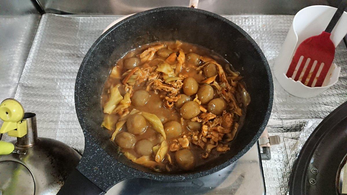 test ツイッターメディア - カレールー余ってたのでズボラカレー。フライパンでお肉とカット野菜+α炒めて、お酒とお水入れて沸騰させて、火を止めてルー溶かしてから煮立てて完成。玉こんにゃくも入れてみたり。ヤフー占いのラッキーフードが野菜カレーだったから作ったというのもある(笑) お風呂上がりにいただこう♪ https://t.co/oZS0wjHnEt