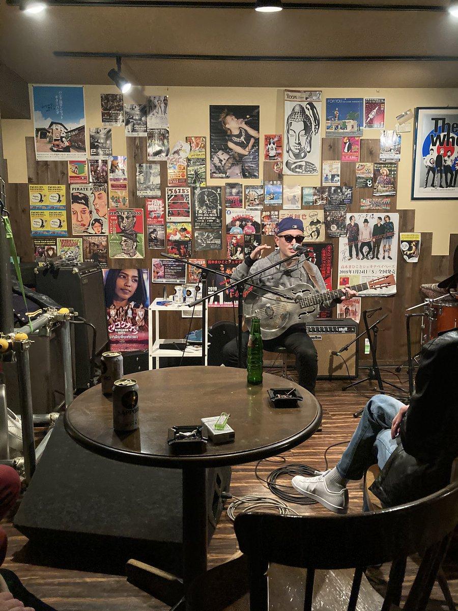 test ツイッターメディア - 一年ぶりにライブへ フジワラ・ヨシダ 立山青 at buddah  ライブの楽しさは何物にも代え難いですね、改めて思いました。酒とタバコと音楽に溢れた楽しい空間。青さんのMCも最高で、お腹痛かった… https://t.co/81VcC3NYx9
