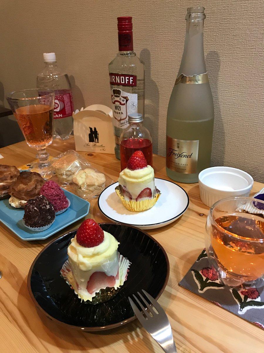 test ツイッターメディア - 行く前に寄ったワインバーで昼飲み&帰ってからケーキと酒三昧で久々にへべれけ…でも不思議と二日酔いも胃もたれもなし(⌒▽⌒)いい酒は朝を知っているby桃川〜♪ https://t.co/D535ZCsX8l