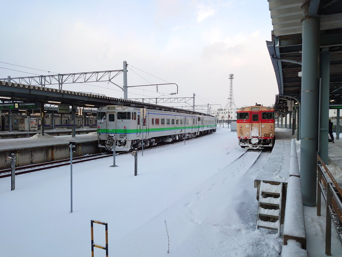 test ツイッターメディア - JR北海道色のキハ40と国鉄色のキハ40。 そろそろ引退カウントダウンの北海道側に刮目せよ。 https://t.co/6LLLbKMJD8