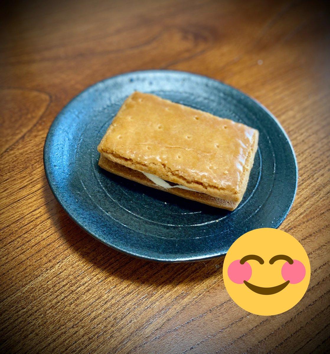 test ツイッターメディア - 神奈川県民の私は【レーズンウィッチ】=鎌倉小川軒の銘菓だと思ってきたが、代官山小川軒の菓子が先祖だったとつい最近知る。見た目こそ似るが味は別物でそこにも驚く。代官山も鎌倉どちらも美味しいけどね! https://t.co/1OA7xwjXEy