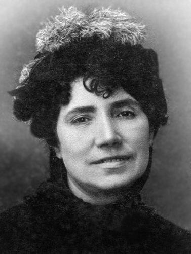 Rosalía de Castro nació un día como hoy. Su obra y su vida son ejemplo de la voluntad de escribir, al margen de los estereotipos negativos y las dificultades que tuvo que afrontar. Madre de la poesía galega, su escritura es patrimonio de un país feminista y plurinacional.
